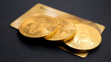 All-time highs next? Bitcoin holds $62K as the dollar index tumbles to 3-week lows